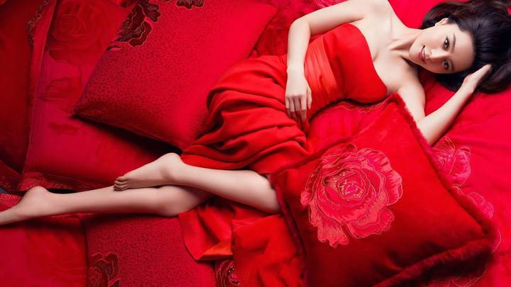 Fan Bingbing Laying Pose On Red Dress N Red Bed